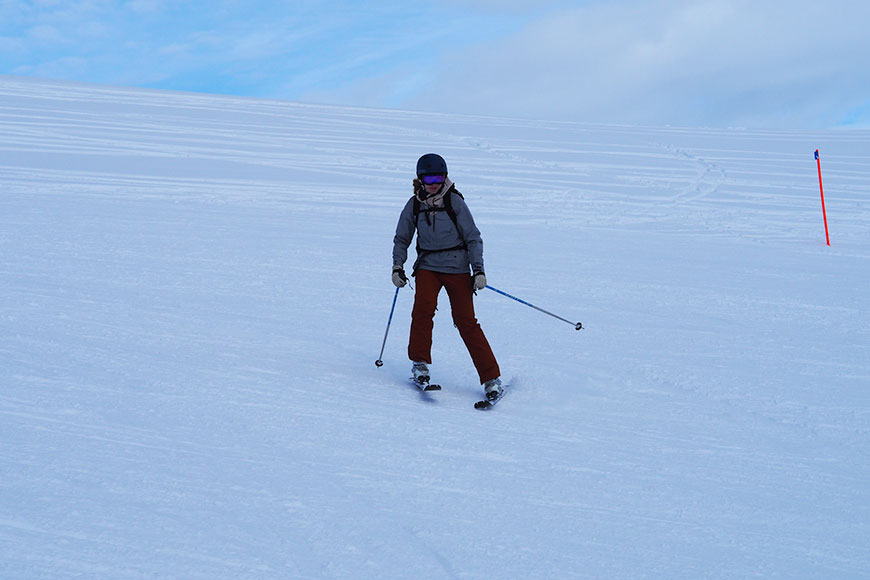 www.oooyeah.de_Katha_Skifahren_frontal
