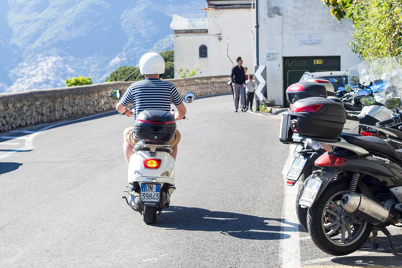 Italia-Sorrento-Amalfi-Henryk-Vespa-Abfahrt-www.oooyeah.de