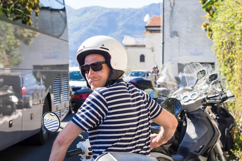 Italia-Sorrento-Amalfi-Henryk-Vespa-Buskolonne-www.oooyeah.de