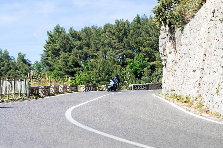 Italia-Sorrento-Amalfi-Scooter-Kurven-www.oooyeah.de