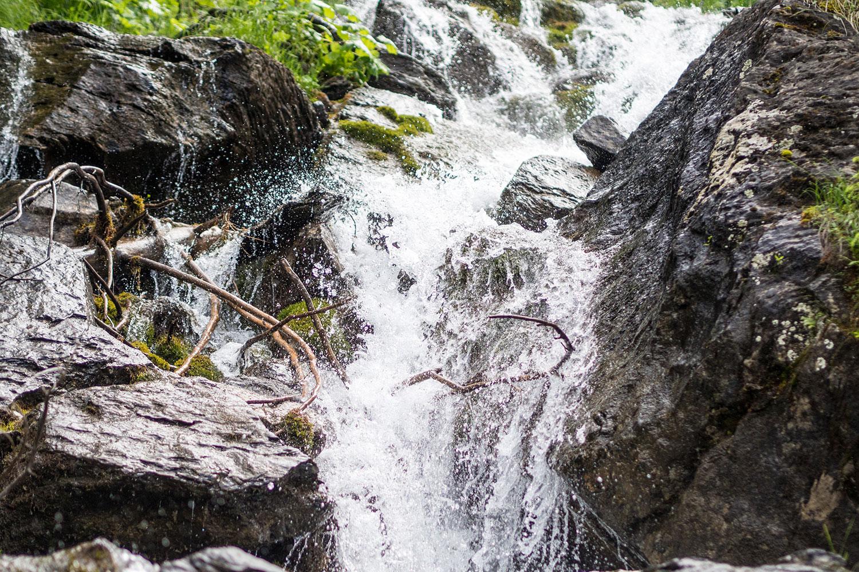 Engelberg-BuiräbähnliSafari-Wasserfall-www.oooyeah.de