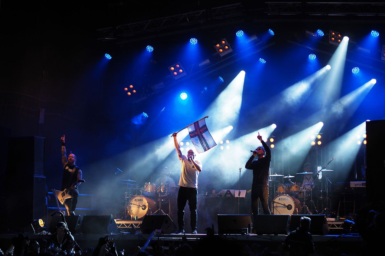 G_Festival_FaroeIslands_Buehne_Fahne_www.oooyeah.de